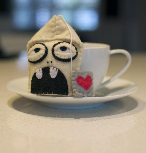 Bols da té zombie de fieltro.